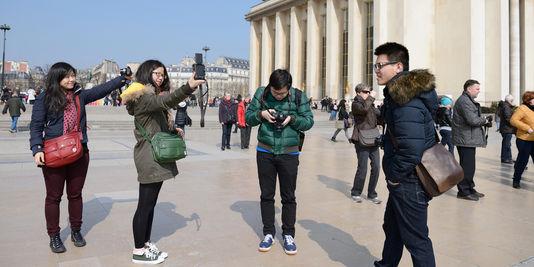3154526_3_1e88_des-touristes-chinois-au-trocadero-a-paris_80df5c350b8a91cfcf93acbb6bf899a6